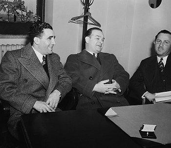 משמאל: אייב רלס ומרטין גולדסטין